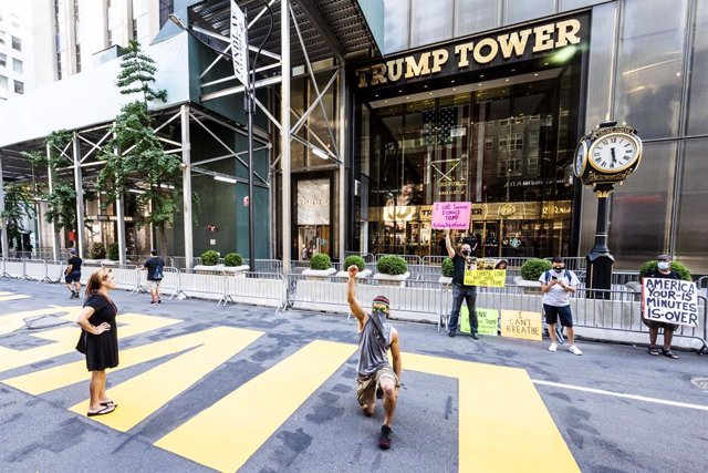 09 July 2020, US, New York: An activist takes a knee over a Black Lives Matter mural in front of Trump Tower on Fifth Avenue in New York city. Photo: Michael Brochstein/ZUMA Wire/dpa