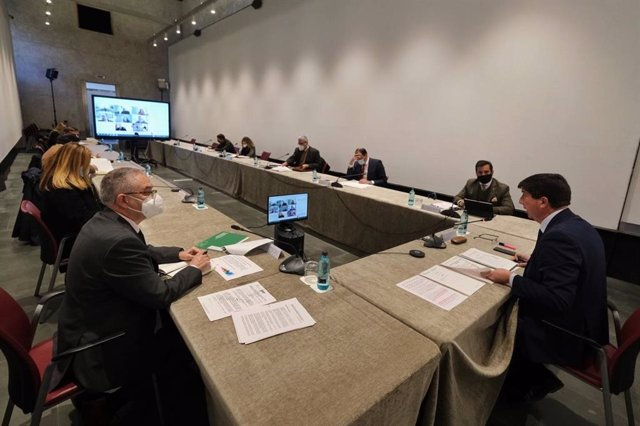 El vicepresidente de la Junta y consejero de Turismo, Juan Marín, ha presidido este miércoles la Mesa del Turismo, a la que ha presentado el Plan de Acción 2021.