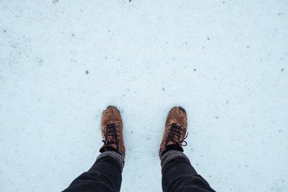 Consejos para evitar caídas por el hielo