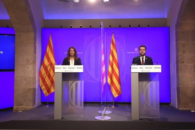 La consellera de Presidència i portaveu del Govern, Meritxell Budó, i el vicepresident de la Generalitat, Pere Aragonès, en una roda de premsa telemàtica.