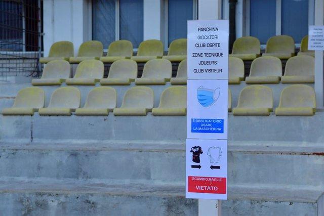 Recomendaciones frente al coronavirus en un estadio de Lugano, Suiza