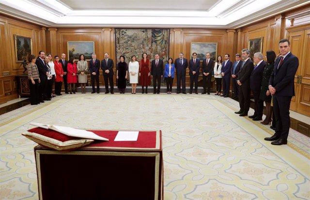 Los ministros del gobierno de coalición de PSOE y Undias Podemos durante el acto de jura del cargo de los ministros, en el Palacio de la Zarzuela de Madrid, a 13 de enero de 2020.