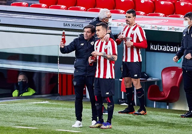Marcelino Garcia Toral, head coach of Athletic Club,and Alex Berenguer of Athletic Club during the Spanish league, La Liga Santander, football match played between Athletic Club and FC Barcelona at San Mames stadium on January 6, 2021 in Bilbao, Spain.