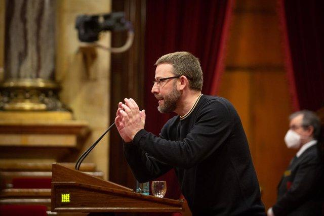 El diputat de la CUP, Vidal Aragonés, durant la seva intervenció en la Diputació Permanent del Parlament. Catalunya, (Espanya) 13 de gener del 2021.