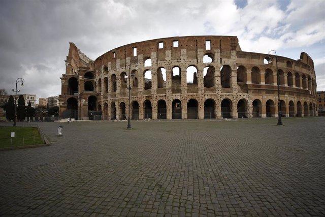 El área circundante al Coliseo, en Roma, desierta durante la pandemia de la COVID-19 en Italia.