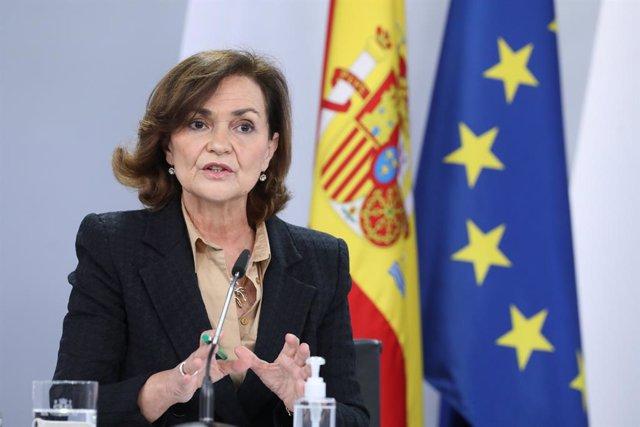 La vicepresidenta primera del Gobierno, ministra de la Presidencia, Relaciones con las Cortes y Memoria Democrática, Carmen Calvo, comparece en rueda de prensa posterior al Consejo de Ministros en Moncloa, Madrid (España), a 22 de diciembre de 2020.
