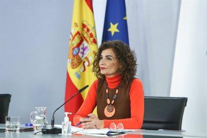 Montero asegura que no se escudó en normativa UE para no bajar el IVA a la luz y acusa al PP de promover 'fake news'
