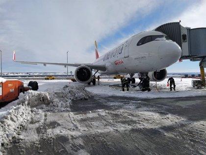 Iberia operará el 72% de sus vuelos el próximo viernes por las limitaciones que todavía sufre Barajas