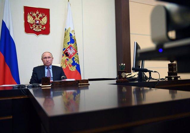 Vladimir Putin en el despacho presidencial