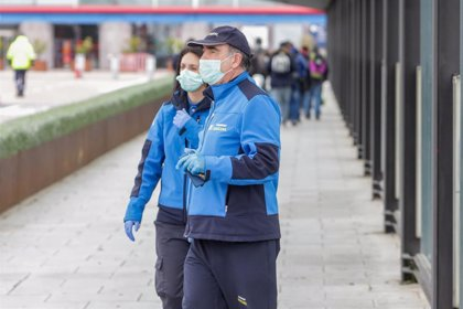 Samur Social atiende a 53 personas en el Metro y reparte agua en la Cañada Real tras la congelación de tuberías