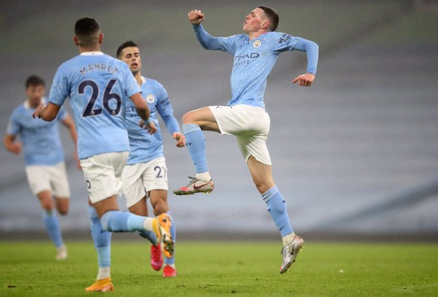 13 January 2021, England, Manchester: Manchester City's Phil Foden celebrates scoring his side's first goal during the English Premier League soccer match between Manchester City and Brighton & Hove Albion Football Club at Etihad Stadium. Photo: Clive Bru
