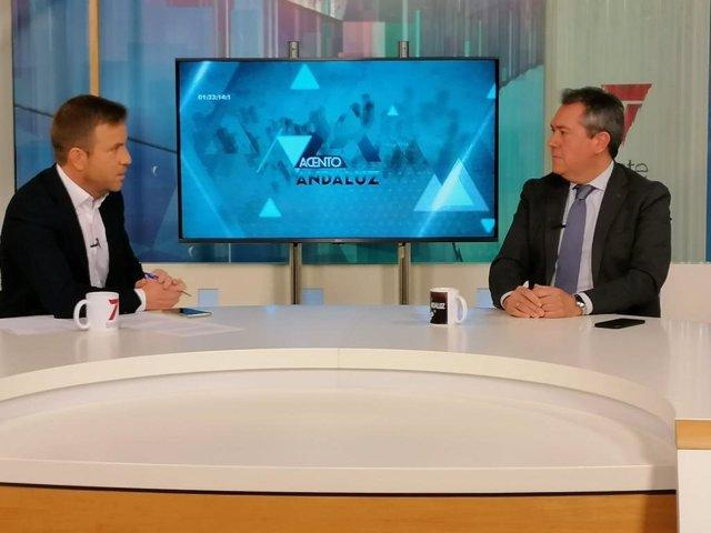 El alcalde de Sevilla, Juan Espadas (d), en una entrevista en 7 Televisión.
