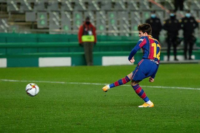 Riqui Puig of Barcelona during the Spanish SuperCup First Semifinal between Real Sociedad and Futbol Club Barcelona at Nuevo Arcangel stadium on January 13, 2021 in Cordoba, Spain.