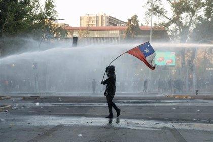 Carabineros detiene a un miembro de un grupo de ultraderecha por disparar contra manifestantes en Santiago