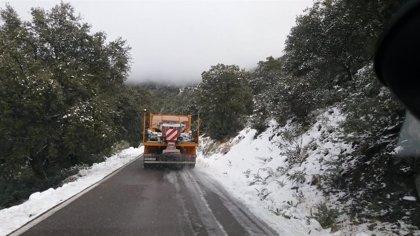 Andalucía mantiene cinco carreteras cerradas al tráfico por hielo y nieve en Almería, Cádiz y Granada