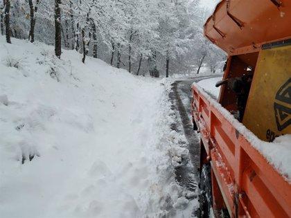 Dos puertos de la red secundaria riojana cerrados y dos con cadenas por nieve en la calzada