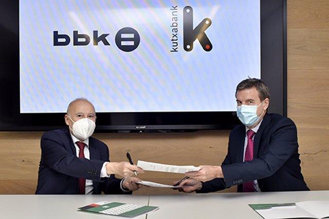 Gorka Martinez, Director de BBK Fundación Bancaria, y Fernando Irigoyen, Director General de Negocio Mayorista de Kutxabank