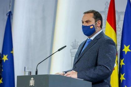 """Ábalos critica que la Generalitat """"reconsidere"""" las catalanas y defiende celebrarlas reforzando las medidas sanitarias"""