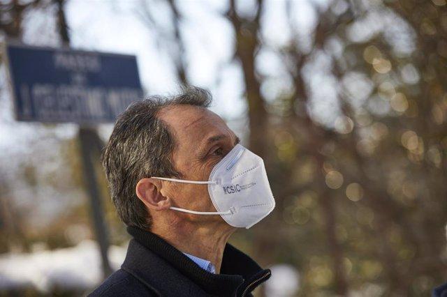 El Ministro de Ciencia e Innovación, Pedro Duque durante su visita al Real Jardín Botánico, en Madrid, (España), a 14 de enero de 2021.