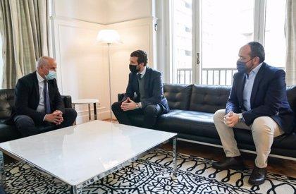 """Casado pide a Sánchez una estrategia nacional ante al Covid y critica que siga en el Gobierno Illa, """"ministro a la fuga"""""""