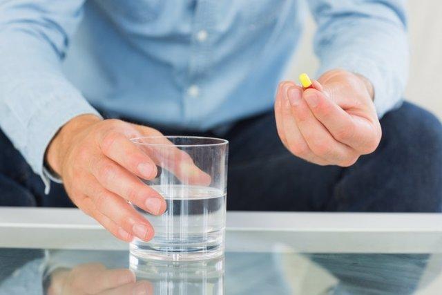 Pastilla, antibiotico, hombre, medicamento, fármaco
