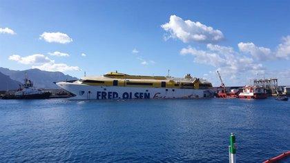 Concluye el desembarque de los vehículos que permanecían en el ferry encallado en Gran Canaria