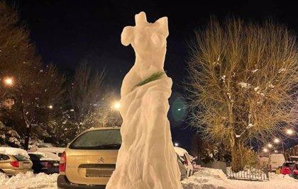 La Venus de Milo de Madrid: una escultura tallada por un osteópata y un bombero con la nieve del temporal Filomena