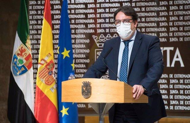 El vicepresidente segundo de la Junta y consejero de Sanidad, José María Vergeles