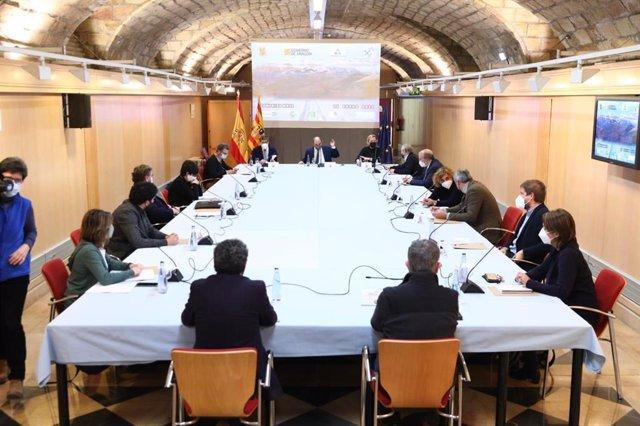 El presidente del Gobierno de Aragón, Javier Lambán, en una reunión con el sector de la nieve