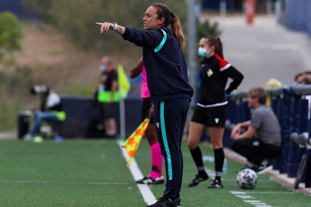 Maria Pry, head coach of Levante UD, gestures during the Spanish League, Primera Iberdrola, women football match played between Levante UD and Eibar Femenino at Ciudad de Levante Stadium on October 10, 2020, in Valencia, Spain.
