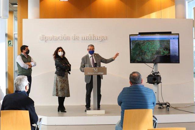 El presidente de la Diputación, Francisco Salado, presenta el nuevo geoportal de la institución