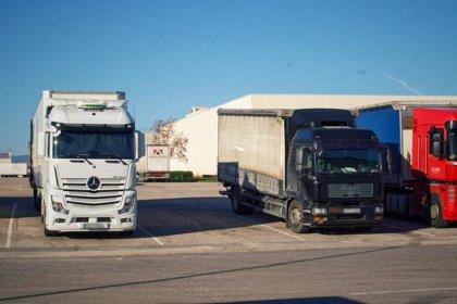 """Asetra pide """"atención digna"""" para los transportistas en las áreas de servicio durante el toque de queda"""