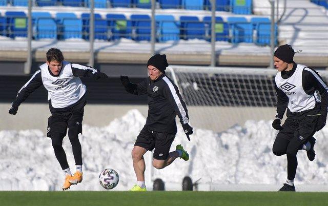 Jugadores del Rayo Vallecano se entrenan en la Ciudad Deportiva tras el temporal de Filomena