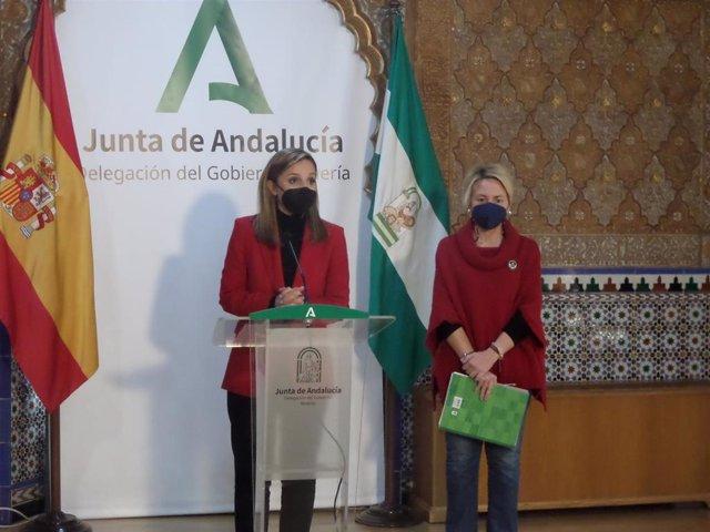 La delegada de la Junta en Almería, Maribel Sánchez, en rueda de prensa junto a la delegada de Fomento, Eloísa Cabrera