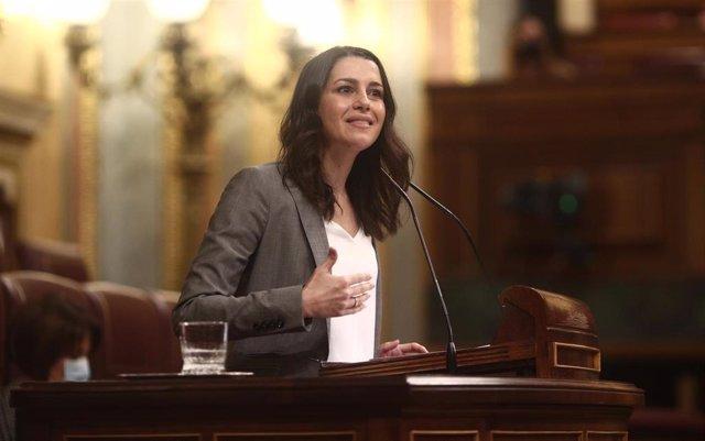 La presidenta de Ciudadanos, Inés Arrimadas, interviene durante una sesión plenaria en el Congreso