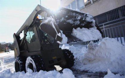 Más de 200 baldeadoras limpiarán la nieve acumulada en los laterales de las calzadas a partir de este domingo