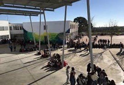 Varios menores agreden a un docente de un IES de Olivares (Sevilla), que suspende clases como protesta