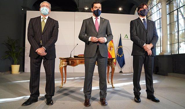 Juanma Moreno preside el acto de toma de posesión del nuevo rector de la Universidad Pablo de Olavide de Sevilla, Francisco Oliva