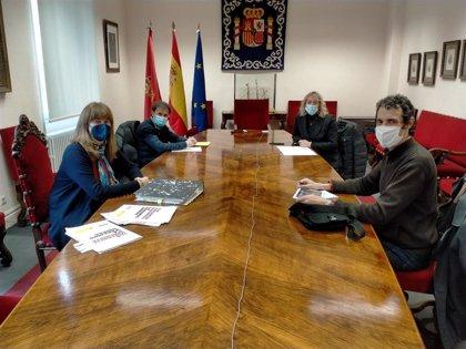 La Delegación del Gobierno aborda la realidad de la trata de seres humanos en Navarra con Amnistía Internacional