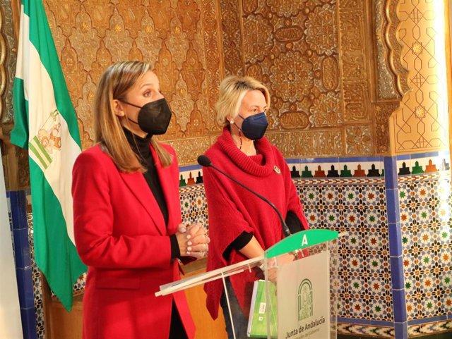 La delegada de la Junta en Almería, Maribel Sánchez, junto a la delegada territorial de Fomento, Eloísa Cabrera