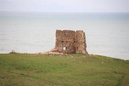 Se derrumba parte de un muro de la torre de San Telmo de Urbiaco