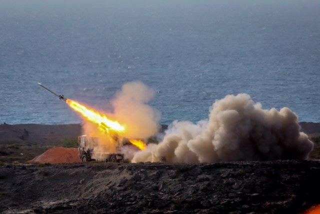 Lanzamiento de misiles durante unas maniobras militares en Irán
