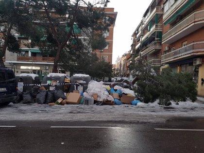 """Almeida calcula que la recogida de basura estará """"normalizada"""" a principios de la semana que viene"""