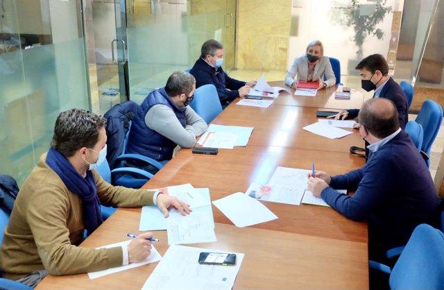 Reunión sobre el primer Plan Estratégico del Comercio de la ciudad de Huelva.