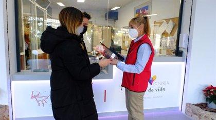 La Cueva del Tesoro de Rincón de la Victoria (Málaga) presenta nuevos souvenirs turísticos