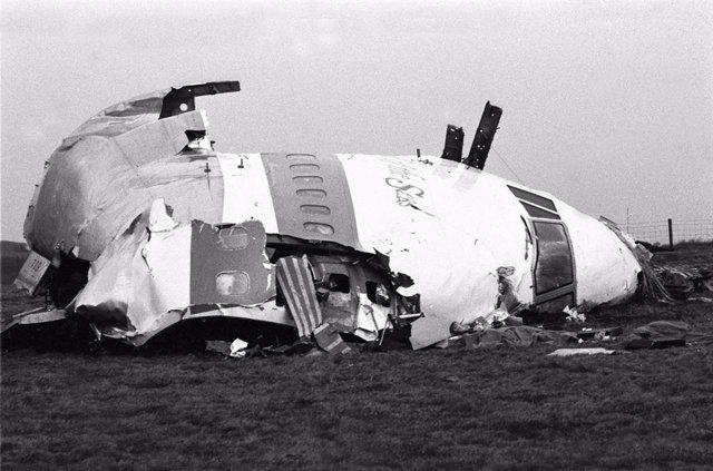 Restos del morro y la cabina del avión estadounidense siniestrado en Lockerbie, Escocia, tras un atentado