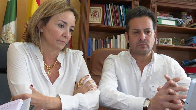 La alcaldesa de Els Poblets, Carolina Vives, y el alcalde de El Verger, Ximo Coll.