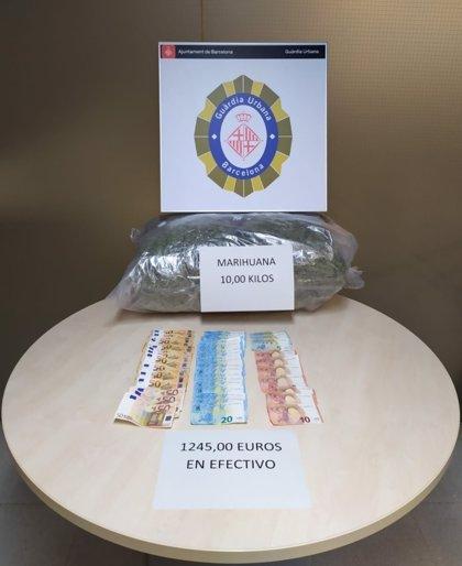 Dos detenidos por intentar enviar diez kilos de marihuana por correo en Barcelona