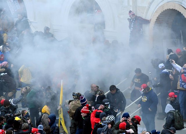 07 January 2021, US, Washington: Tear gas is fired towards supporters of US President Donald Trump as they storm the US Capitol building where lawmakers were due to certify president-elect Joe Biden's win in the November election. Photo: Essdras M. Suarez