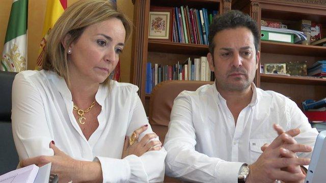 L'alcaldessa dels Poblets, Carolina Vives, i l'alcalde del Verger, Ximo Coll.